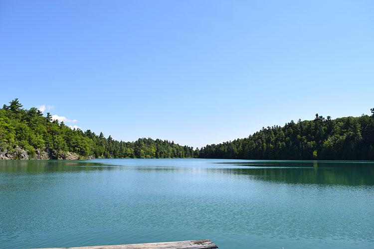 lac pink parc de la gatineau